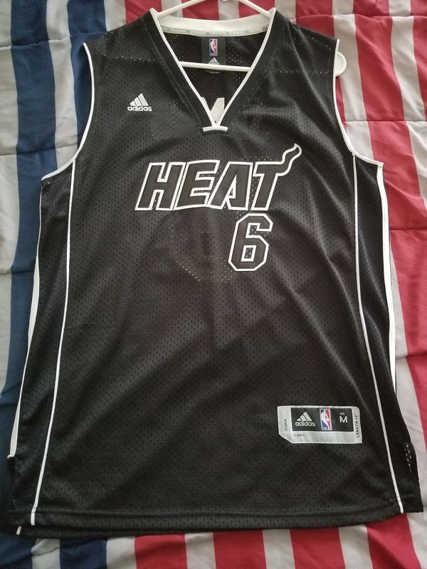 on sale 31c32 13c03 Lebron James Miami Heat Jersey Size Medium for Sale in Richmond, VA -  OfferUp