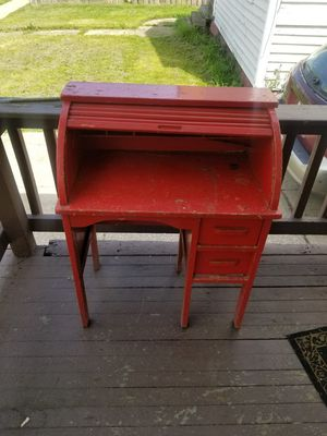 Desk for Sale in Cleveland, OH