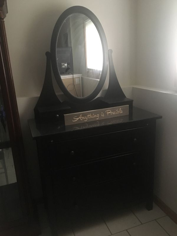 Vanity Mirror Dresser Furniture In Bolingbrook Il Offerup