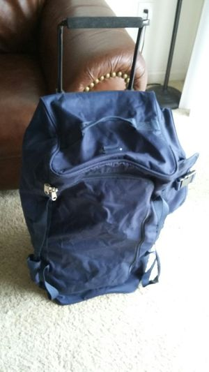 NICE LARGE TRAVEL BAG WITH WHEELS FOR EASY TO MOVE. LIKE NEW EXCELLENT CONDITION for Sale in Alexandria, VA