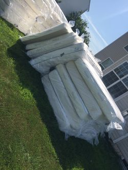 Queen Mattresses In Good Conditions Thumbnail