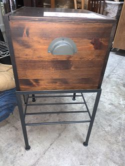 Chest With Stand  Thumbnail
