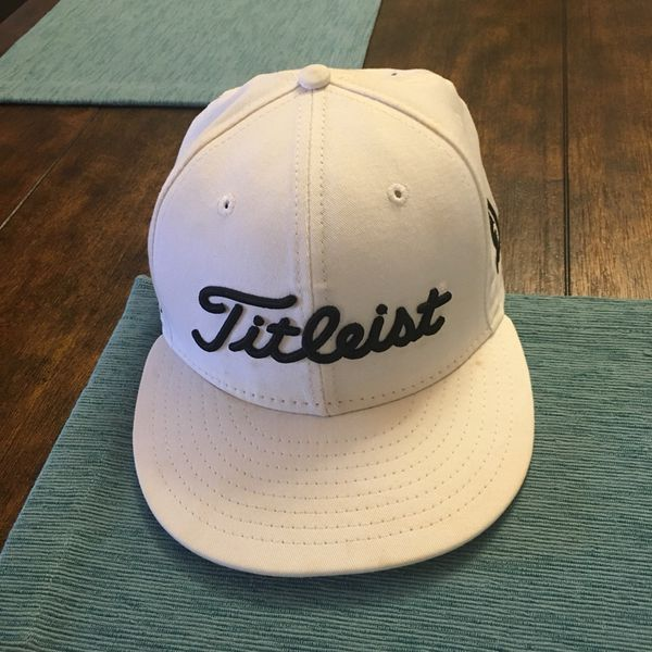 Titleist flat bill New Era fitted golf hat size 7 1 8 for Sale in ... dcd22f196f2