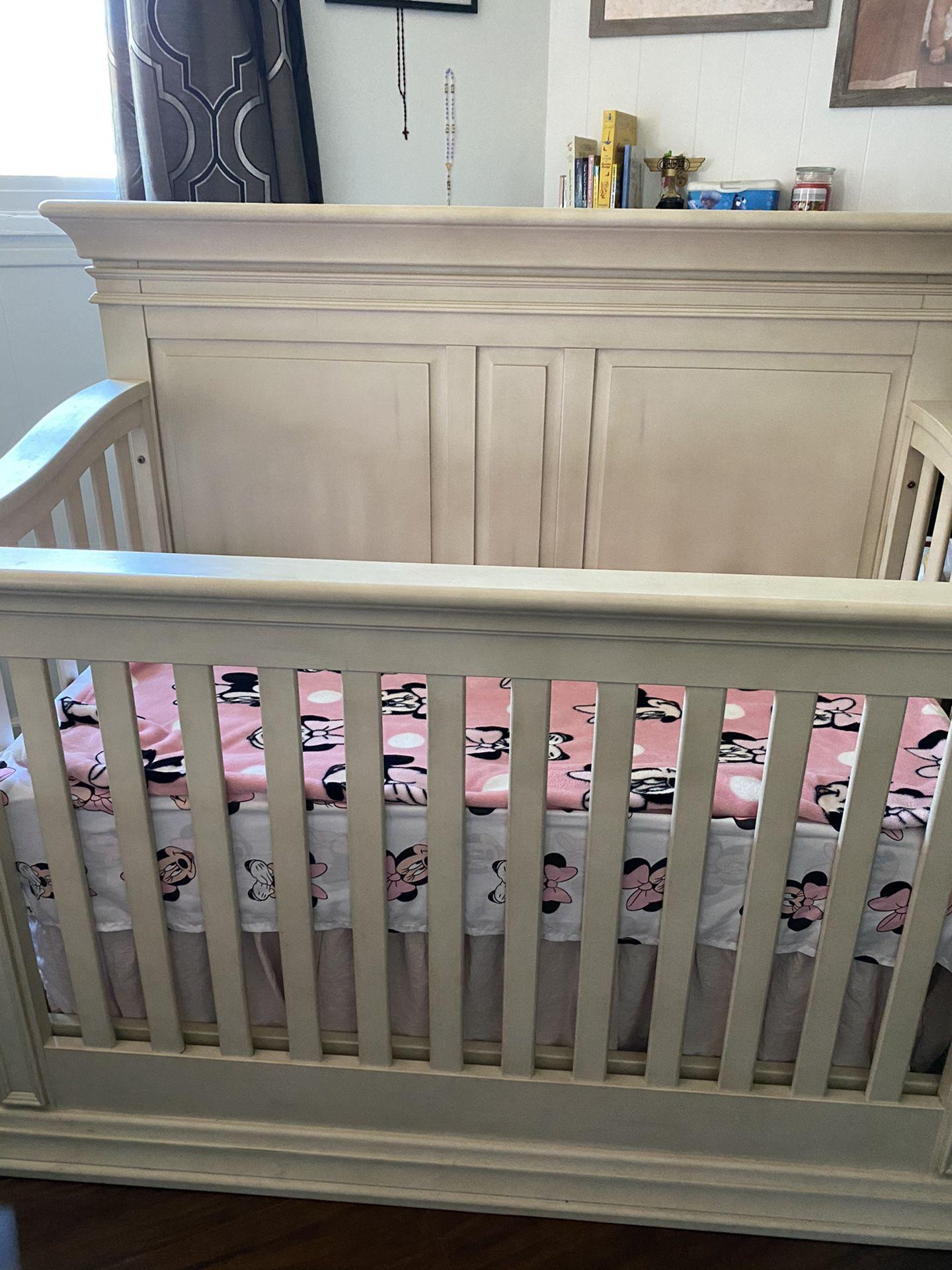 Baby crib + mattress