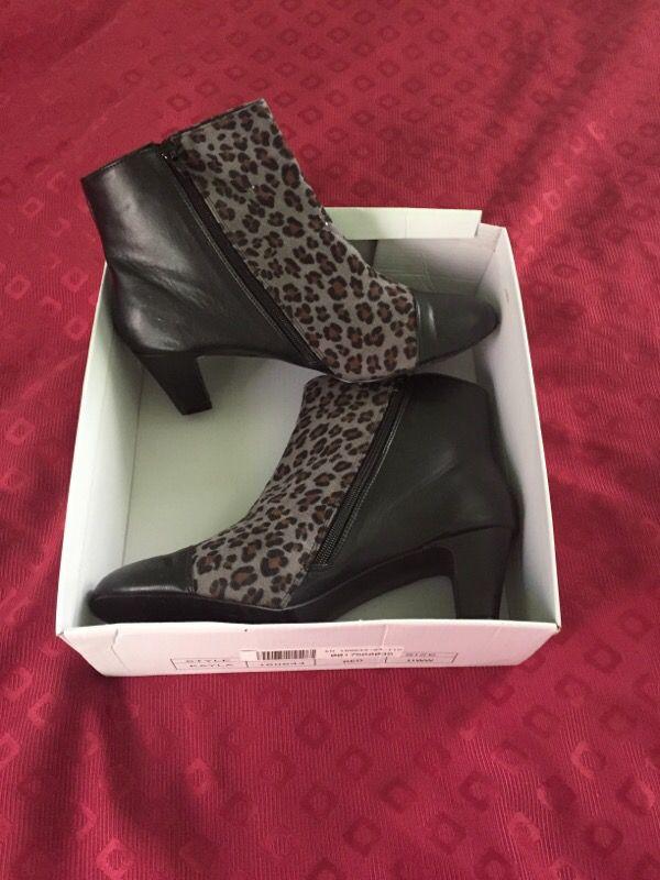 11w Leopard zip up boots