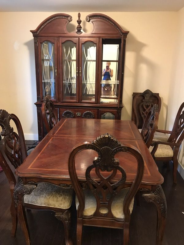 Kathy Ireland Dining Room Set With Eight Chairs And Hutch