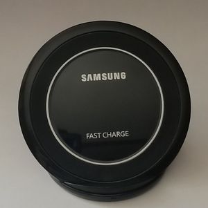 Original Samsung Fast Charge Qi Charging Pad for Galaxy Smartphones for Sale in Boston, MA