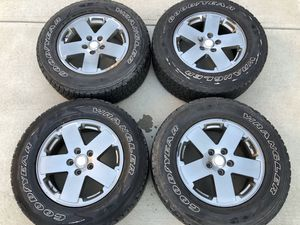 """Photo Jeep Wrangler 18"""" OEM wheels w/tires and tpms"""