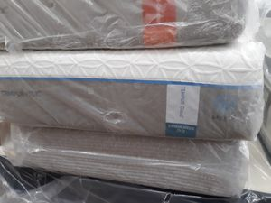 Twin size Tempur-Pedic extra-long mattress with boxspring for Sale in Chillum, MD