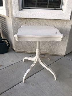 Vintage White wood table Thumbnail