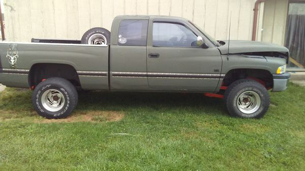 96 Dodge Ram 1500 4x4 5 9 parts truck for Sale in Hamilton, OH - OfferUp