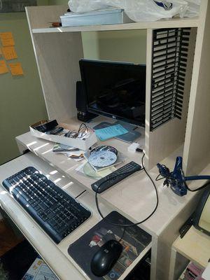 Mueble computadora for Sale in Herndon, VA