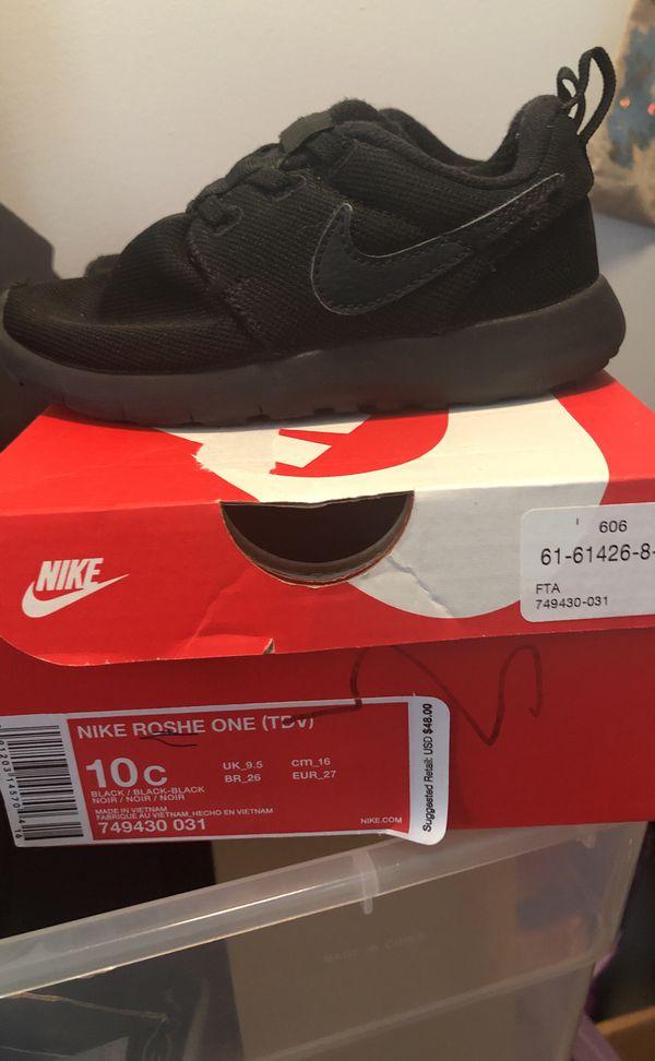 f8924deeffa0 Nike roshe one all black size 10c kids for Sale in Clinton