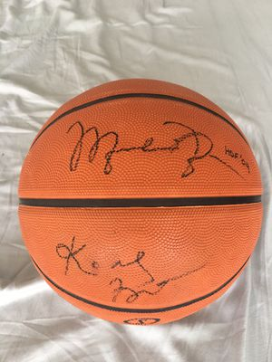 Photo Kobe Bryant and Michael Jordan Autographed basketball with COA
