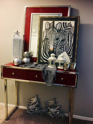 Photo Rooms To Go entryway Mirror and Console table with all the chromes accessories included