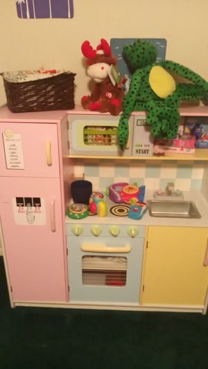 Photo Kids kitchen.. $50