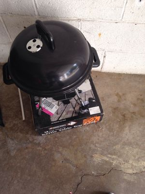 Adorable table top grill for Sale in Lower Burrell, PA