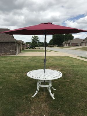 "Home Styles Biscayne 48"" Round Dining Table, White with umbrella, used for sale  Rogers, AR"