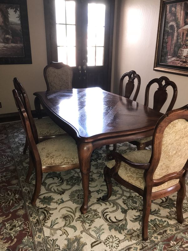 Thomasville British Gentry Dining Room Table With Six Chairs One Buffet
