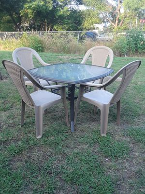 Photo Patio Table with 4 chairs 50.