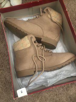 Girls shoes Thumbnail