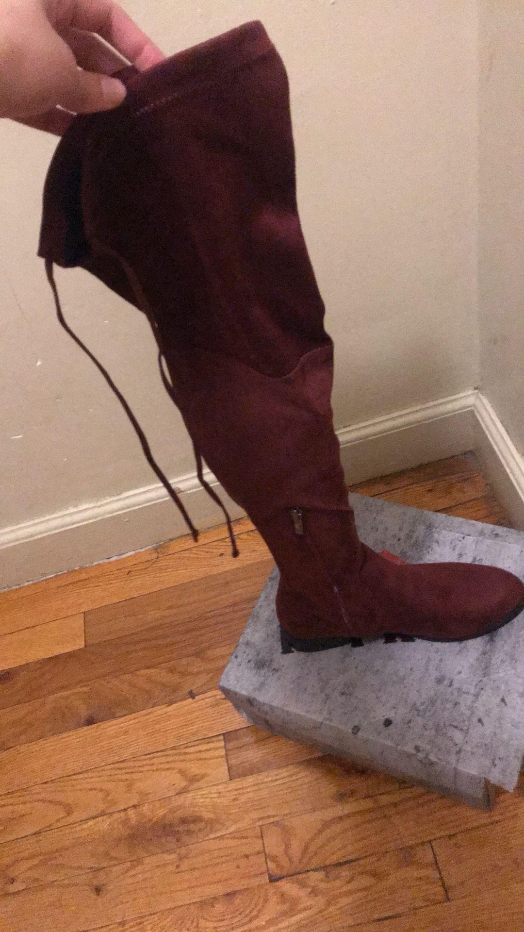 Burgundy high boots 👢
