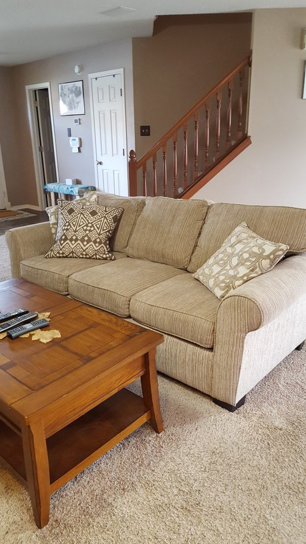 3 seater beige color fabric sofa for Sale in Northville, MI - OfferUp