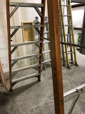a28a2e82c Husky 12 foot standing fiberglass ladder for Sale in Humble