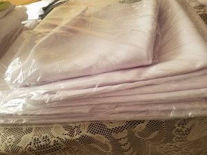 """8 70"""" white round tablecloths for Sale in Seattle, WA"""