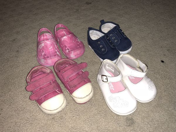 7ffc2c4ba0a BABY GIRL SHOES SIZE 2 for Sale in Austin