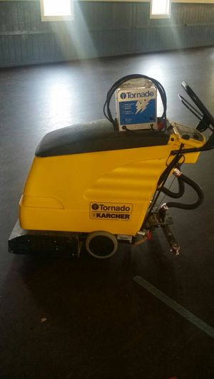 24 volt floor scubber/vacumn with charger for Sale in Victoria, VA
