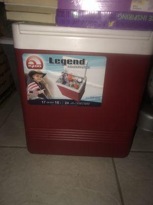 Small cooler for Sale in Deltona, FL