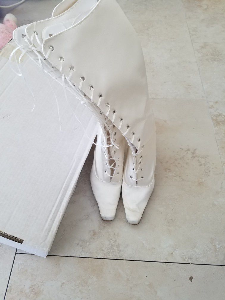 White Satin Lace Up Boot Heels Size 71/2