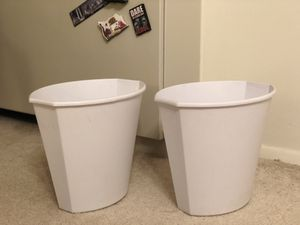 2 white trash cans for Sale in Alexandria, VA