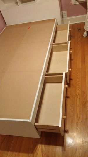 Girls Bedroom Set w/ shelf and Free lamp for Sale in Mount Rainier, MD
