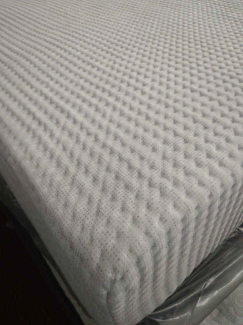 Queen Size Mattress Memory Foam Set, Warehouse