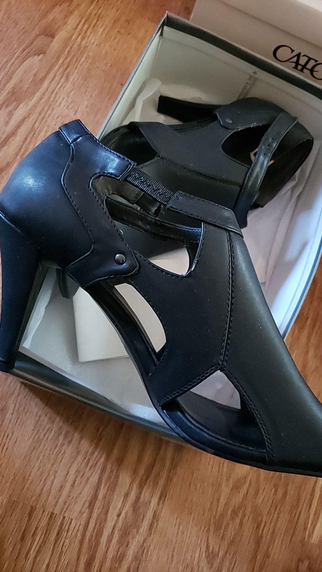 Fashion bug peep toe