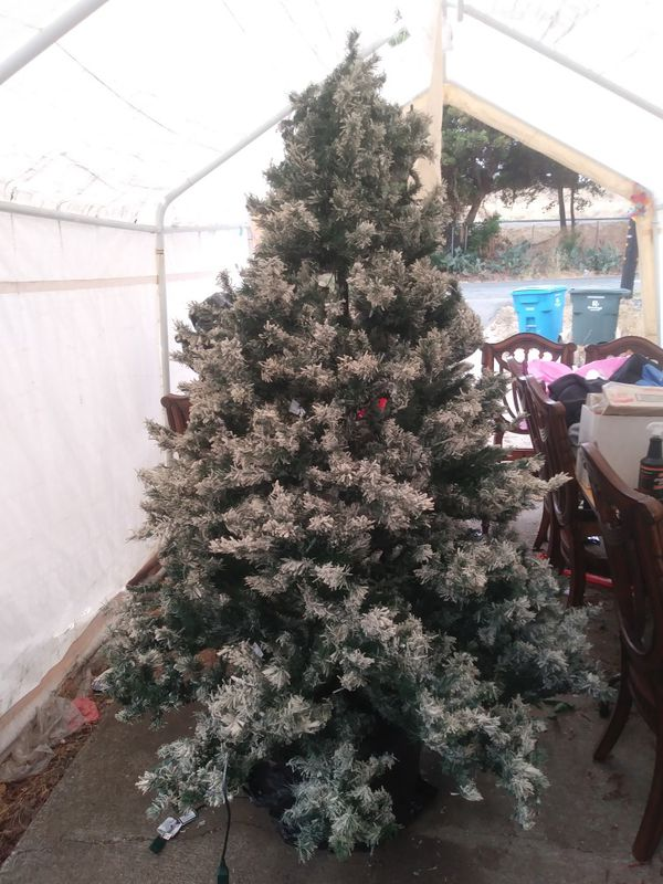 7 Ft Flocked Christmas Tree For Sale In Vallejo Ca Offerup