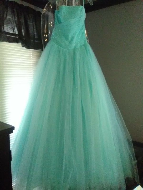 Prom dress for Sale in Garland, TX - OfferUp