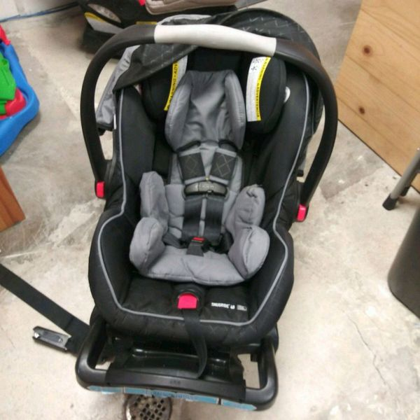 Graco snugride click connect 40 EXP 2021 for Sale in Lake Forest 848997d29
