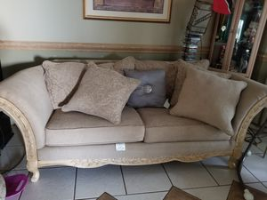 Antique sofa for Sale in Orlando, FL