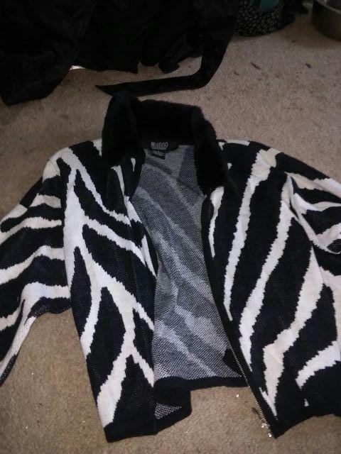 Cute sweater jacket size medium