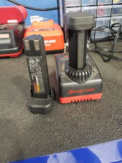 Snap on 9 volt battery and charger Thumbnail
