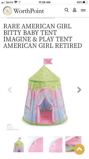 Photo American girl itty baby tent
