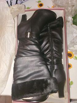 Black fur heel boot size 8.5 Thumbnail