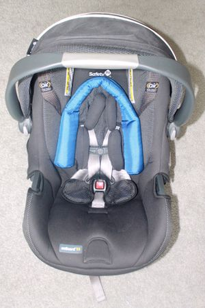 Safety 1st infant car seat w/ base for Sale in Virginia Beach, VA