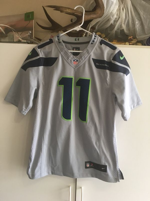 Seahawks jersey size small stitched letters and emblems excellent condition  only worn 2 times color gray for Sale in Renton 287e2be3a
