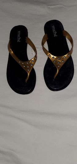 Woman slip on/sandals $5 only Thumbnail