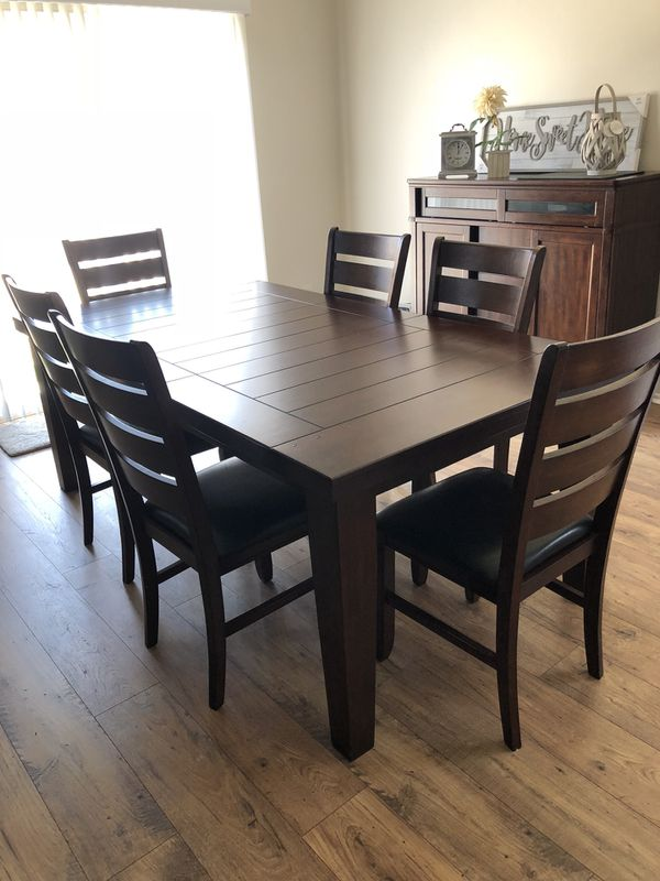 DINING TABLE WITH SIX CHAIRS Ontario
