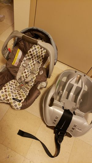 Graco carseat and stroller for Sale in Columbus, OH